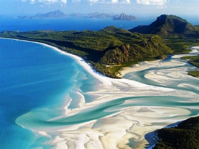 If your idea of a bucket list holiday equals tropical cocktails by the pool, picnics on secluded beaches and sunsets to die for, then the Whitsundays is the perfect place for you. Stay at world famous Hamilton Island or one of the regions smaller island resorts, such as Daydream Island.