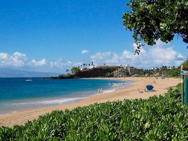 On the western coast of Maui is Kaanapali Beach, which is found just outside of the tourist hub known as Lahaina. Kaanapali runs from Black Rock to Canoe Beach, fronted by several resorts and many fine shops & restaurants. One of the top things to see in Hawaii, the gorgeous, white sand beach boasts a number of rock monuments, many of which had historic or religious significance to local Hawaiians. Pu`u Keka`a, known as Black Rock, is the most famous of these. The beach also offers a stunning boardwalk just over two miles long where you can take a stroll and admire the views of the Pacific Ocean.