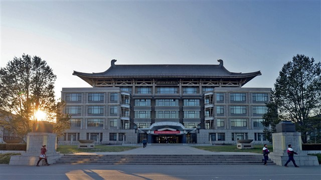 Established in 1898 in Beijing, Peking is another member of the prestigious C9 League, and is also well known for the beautiful traditional Chinese architecture on its campus grounds. Peking is currently ranked in the global top 15 for linguistics, modern languages, chemistry, and dentistry.