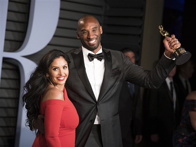 "When Kobe Bryant arrived, he high-fived Broadway songwriter and nominee for ""The Greatest Showman"" Justin Paul.Vanessa Laine Bryant and Kobe Bryant at the Vanity Fair Oscar party."