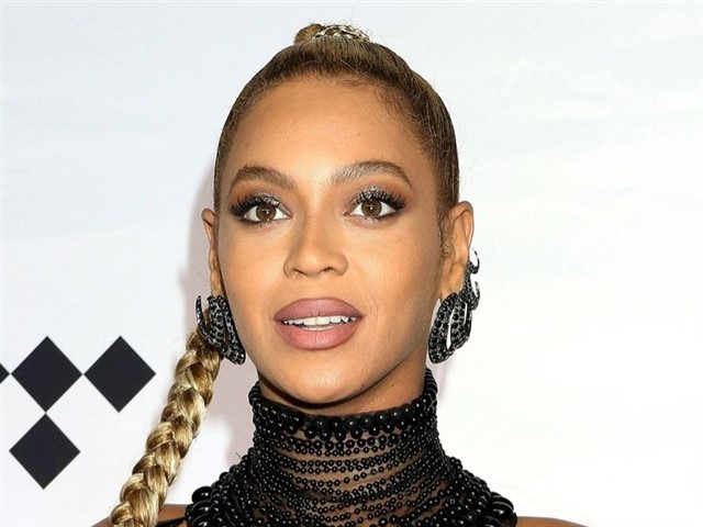 What is it? Beyoncé partnered with her nutritionist to create a vegan delivery service called 22 Days Nutrition but she has a range of business empires (Ivy Park, anyone?). How much time does she put into it? Beyoncé is a very busy lady, dedicating her time to music, clothing, merchandise, endorsements, real estate and of course her family. Nutrition is something that is very important to her and she wants to encourage people to make better nutritional choices. What is it worth? Beyonce has a net value of $350 million (!!) Quote: