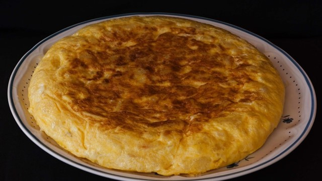 If you know your Spanish food, you probably know that a tortilla is a Spanish omelette consisting of eggs, potato and sometimes onion. But you could be forgiven for assuming a tortilla was a disc-shaped Mexican wrap…