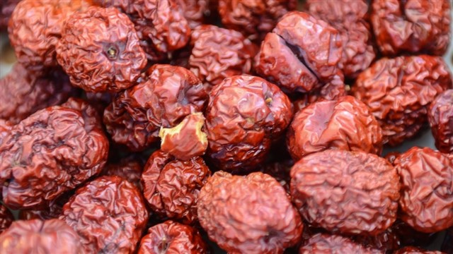 Deeply red jujube dates have been used in TCM recipes for centuries, the sweet, spongy fruits often steeped in teas or cooked in congee (rice porridge) to aid circulation and to bolster qi. These fruits are thought to promote blood flow, calm the mind, and soothe the nerves, and are often used to treat insomnia. They are also high in vitamins B and C, and can help lift mood and soothe anxiety.