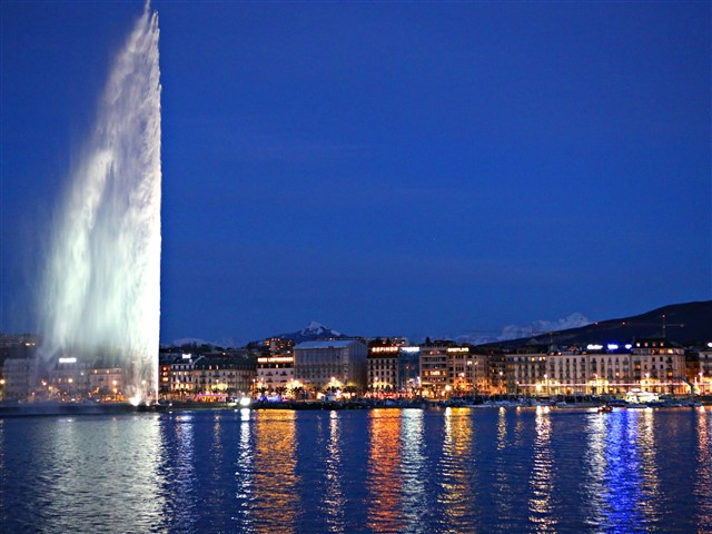 The Jet d'Eau is one of the world's highest fountains and it's located in Geneva, Switzerland. Although its construction price is unknown since it was inaugurated in 1891, it's now known that its annual maintenance price is $ 800,000; so that it's part of this list of the 10 most expensive fountains in the world. The Jet d'Eau is now a symbol of the city; five hundred liters of the lake water per second are jetted to an altitude of 140 meters at a speed of 200 kilometers per hour.