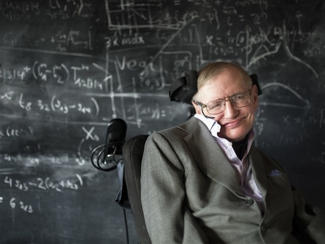Known by all of us, the British scientist Stephen Hawking has an IQ of 160 points. He has proven dozens of times that, despite his severe degenerative disease, he's still one of the smartest people 2017 and one of the living people who have contributed most to science and cosmology.