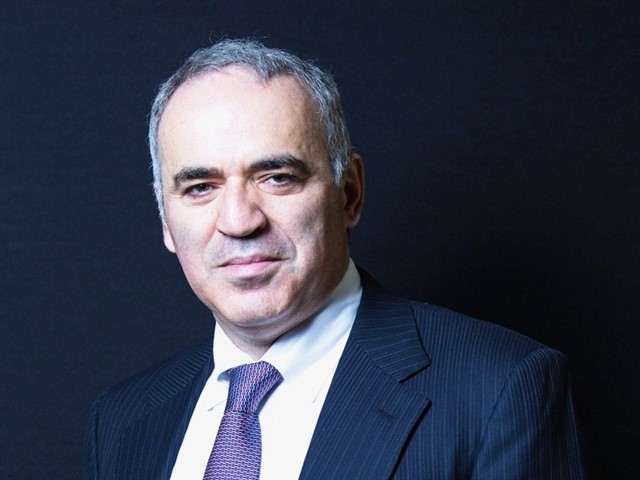 As we have already mentioned, Gary Kasparov is a Russian-Croatian Grandmaster chess former World Chess Champion, whom many consider to be the greatest chess player of all time; only surpassed by Magnus Carlsen in 2013. In addition to his high IQ of 190 points, he's also known for being the master of chess who was able to defeat, in 2003, a machine that could calculate three million moves per second.
