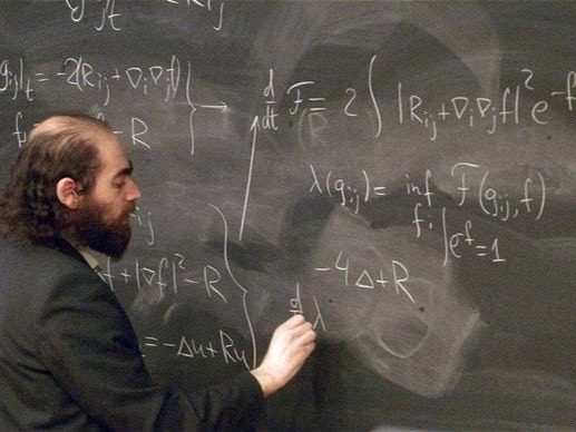 To conclude with these top 10 smartest people 2017, let's talk about Grigori Perelman. Perelman is a highly respected mathematician, born in the Soviet Union in 1966 and considered today the most intelligent man on the face of the Earth. His incredibly high IQ is of 238 points! And in particular, his great contribution to the world has been to prove Thurston's Geometrization Conjecture; so that it was possible to solve the famous Poincaré Conjecture, which was proposed in 1904 and considered one of the most important mathematical hypotheses and difficult to prove.