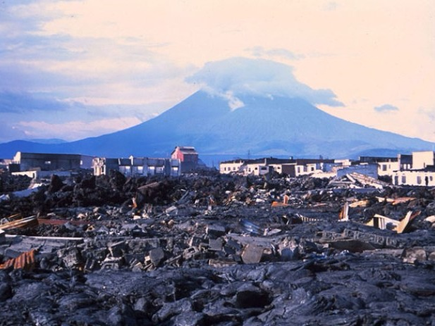 Perhaps it can be considered the most dangerous volcano in Africa. Nowhere else, has there been such lava rivers as the Nyiracongo had in 1977, killed thousands of people. In 2002 another eruption happened and killed 45 people and left approximately 120.000 inhabitants without a home.