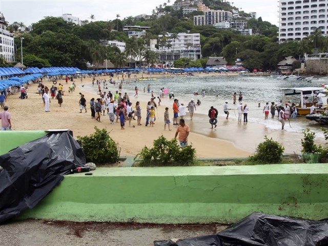 If rape and kidnapping doesn't scare you, what about some murder statistics? If you live in Acapulco, your chance of dying due to murder, is 1 to 700. As a tourist, the chance of something happening to you is even bigger. People that still decide to go there, are advised to stay at their hotel throughout the whole trip.