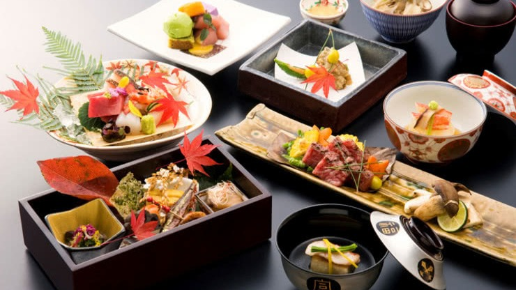 Kaiseki (懐石) or kaiseki-ryōri (懐石料理) is a traditional multi-course Japanese dinner. The term also refers to the collection of skills and techniques that allow the preparation of such meals and is analogous to Western haute cuisine.Source: https://en.wikipedia.org/wiki/Kaiseki